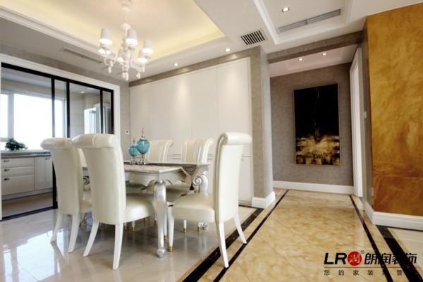 追求空间的实用性和灵活性, 居室空间要根据相互之间的功能关系,组 合而称,空间的划分不局限于硬质墙体,通过家具吊顶,地面材料,陈设品,光线的变化来 表达不同空间功能的划分