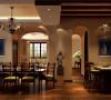 餐厅效果图:米黄色柱体再配之以棕色木质吧台、餐桌给人温馨舒适之时,又不失实用性!