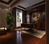 三层书房:棕色木质家具尽显高雅之气;同时,落地窗又能保证整个书房的亮度!