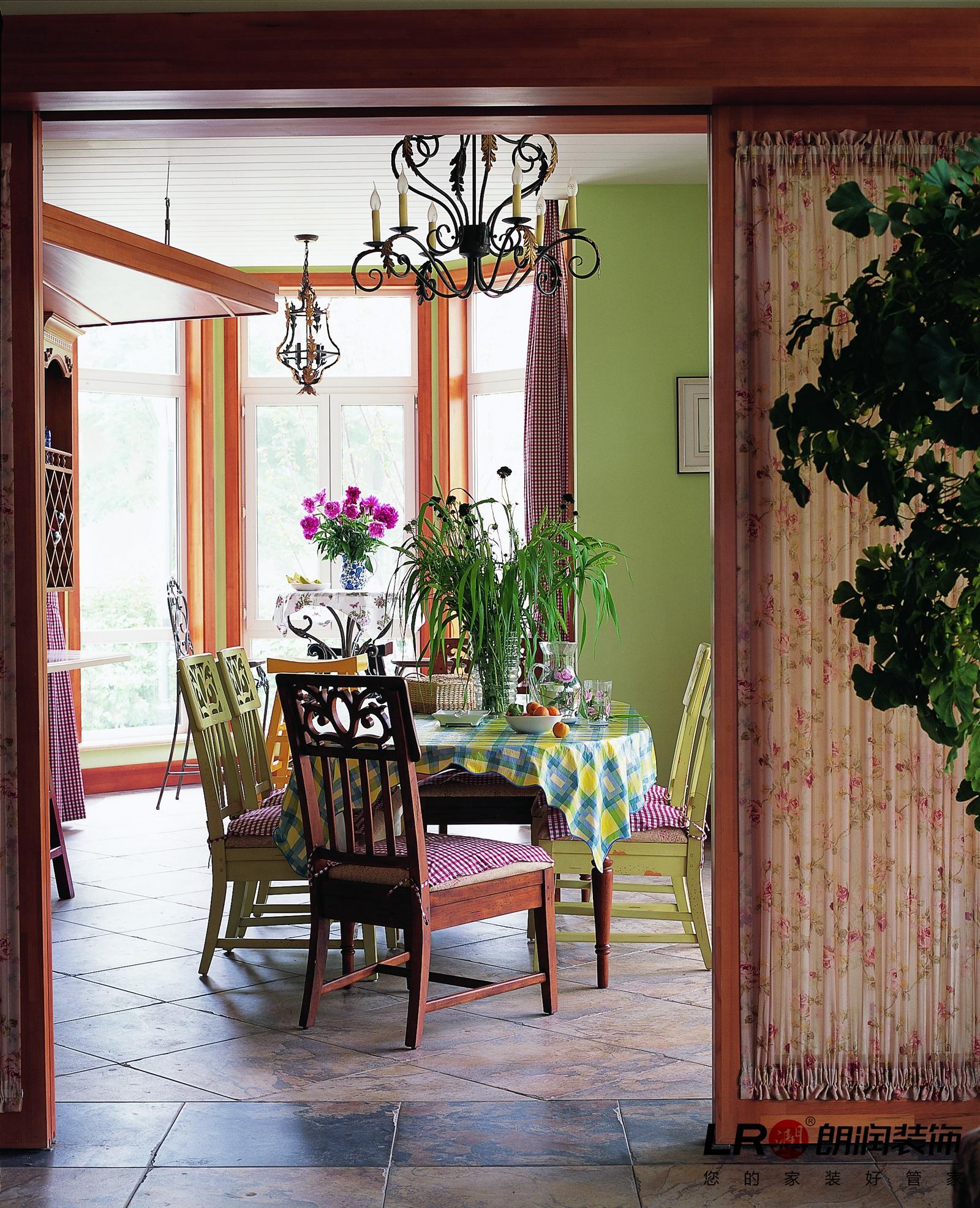浪漫 美式 乡村 跃层 超自然减压 餐厅图片来自朗润装饰工程有限公司在塞纳河畔的浪漫美式家的分享