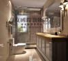 面简单的镜子,淡黄的大理石台面,简单又易清洁,整个卫生间给主人时尚干净和前卫的感觉。