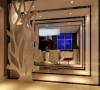 以简约的中式木格栅为装饰,再配以色漆为辅助,搭配简约家居,完美结合在一起。