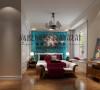 本空间的亮点就是床头背景的那幅画,虽然颜色有点艳,但是由于整个空间造型比较简单,以及软装配饰的搭配显得很搭调,而且很有特色。