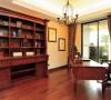 稳重而简约温暖的客厅,用穿透性强的玻璃屏风及壁炉相互搭配,以古典偏现代的手法连贯餐厅及公共空间,搭配壁面造型,大面积的落地采光,营造出简约高质感 的空间氛围,