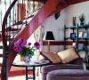 客厅的一个小角落,每一个地方都用心的把颜色做成一个整体。把美式乡村的舒适浪漫的风格彰显得淋漓尽致。
