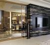 后现代主义室内设计运用了众多隐喻性的视觉符号在作品中,强调了历史性和文化性,肯定了装饰对于视觉的象征作用,装饰又重新回到室内设计中,装饰意识和手法有了新的拓展,光、影和建筑构件构成的通透空间