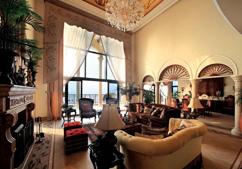 欧式 别墅 成都装饰 成都装修 跃层 客厅图片来自华西装饰集团在成都合院380m²欧式风格装修案例的分享