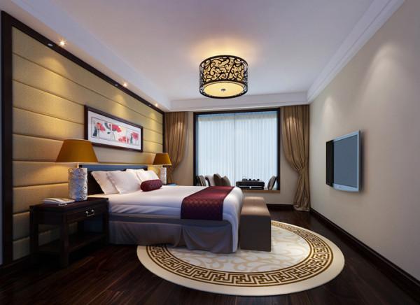 卧室是休憩身心,放松情绪的安乐闲事之所,因此整个空间以稳重的暖色调,烘托出亲切温馨的视觉体验。纹样优美的吊灯和床头挂画起到了很好的装饰作用。