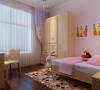 儿童房在设计上用淡粉色的壁纸,暖色调的空间让孩子感觉自在、温馨与舒适的生活空间。儿童房空间与整体风格想呼应,在安逸,舒适的生活中,体现出孩子的天真、活泼与可爱。简单的家具让孩子不会感觉的有束缚感。