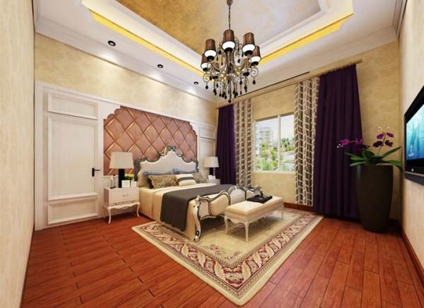 让业主在纷扰的现实生活中找到平衡,缔造出一个令人心弛神往的写意空间。 亮点:暖色系壁纸,优雅的紫色窗帘,床头壁板与软包的搭配,轻巧浪漫,绝佳的采光让卧室中的下午茶时光更加惬意美好。