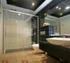 把一些深色的墙砖用在卫生间显得卫生间更加的时尚、前卫,与洁具台面的搭配更加的协调,十分的好看