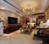 客厅电视背景墙:弧线美。造型简洁大方,没有过多的装饰效果,但免不了在一些细节处做处理。柜子、床等家具色调比较纯洁,白色、木本色都是经典色彩。