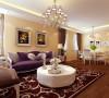 卧室紫色镶金边台灯与客厅沙发背景墙简洁又不失端庄的造型、典雅的水晶吊灯、浪漫的线帘将整个房间的贵族贵族气质显现的淋漓尽致。