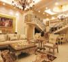 名雕装饰设计-纯海岸复式楼阁-欧式客厅:精挑细选了欧式沙发、陈设物品,置于其中。温馨、暖和的色调,加以绿色饰物的配衬,让整个居室富有无穷的生命力