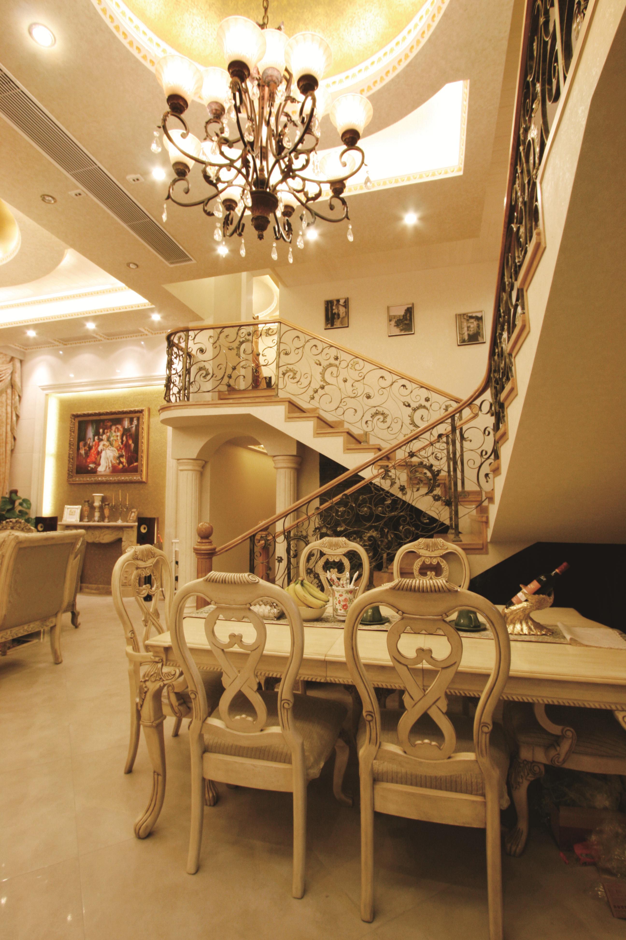 欧式 复式 80后 富贵堂煌 纯水岸 名雕装饰 餐厅图片来自名雕装饰设计在欧式-纯水岸200平富贵堂煌空间的分享