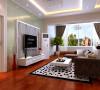 宽大的艺术玻璃电视背景墙为主卧提供充足光线,也为客厅提供了丰富的视觉效果。
