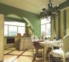 清新绿色的墙壁,衬托了清新的氛围,打造舒适的家居生活。碎花图案的田园风格座椅,细格子的餐桌,让你拥有舒适的用餐环境。