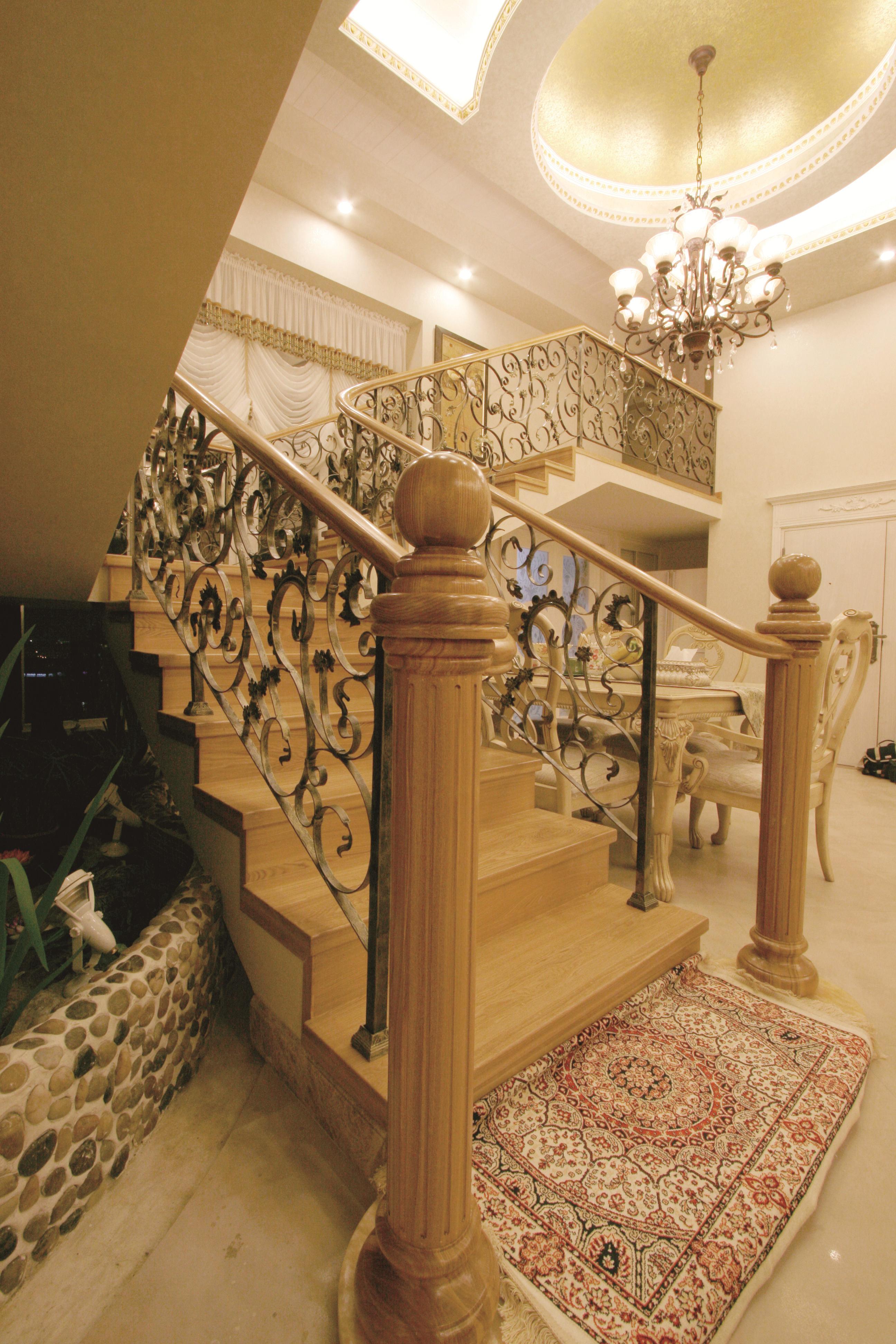 欧式 复式 80后 富贵堂煌 纯水岸 名雕装饰 楼梯图片来自名雕装饰设计在欧式-纯水岸200平富贵堂煌空间的分享