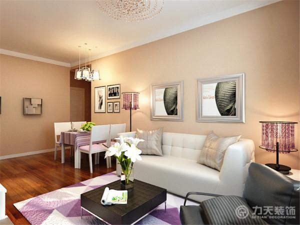 客厅顶部以石膏板素线作为装饰。墙面整体刷了浅咖色乳胶漆。使客厅看起来温馨、饱满。