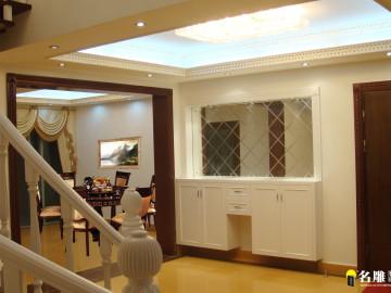 欧式双层别墅楼梯与吊灯装修实景
