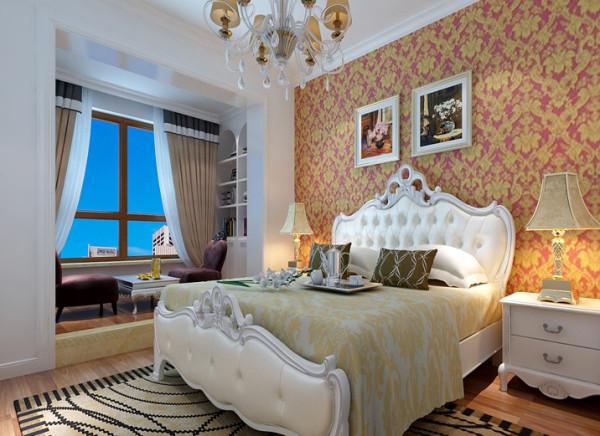 卧室地板选用实木地板,简约而不失高雅。壁纸选用米黄色,于整体格调相呼应。整个空间宽敞明亮,张显简约大气之风。进入卧室心情一片舒然。忘掉烦恼,很快进入甜蜜的梦乡。