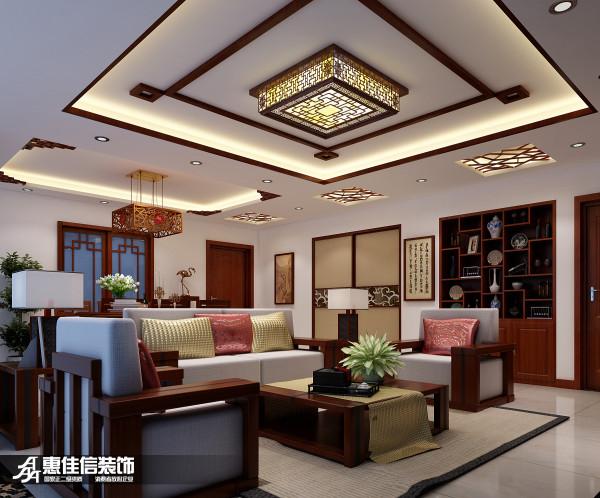 客厅吊顶采用简单明了的木制线条走边,并伴有中式元素花格设计,古色古香的中国风,体现出业主对中国文化的热爱。