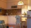利用轻食餐吧取代对于餐厅的机能需求,让空间分配更贴近生活习惯。
