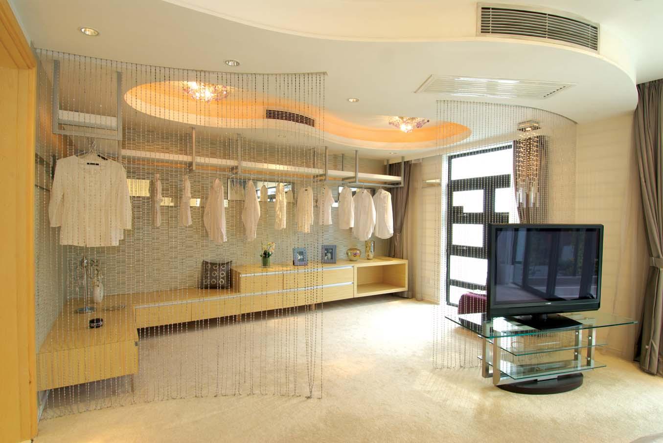 衣帽间图片来自成都龙发装饰公司在置信牧山丽景 现代风格设计的分享