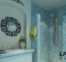 卫生间里运用了温馨的马赛克的砖,还有可爱的代表地中海格调的拱形小造型,完美的小细节。