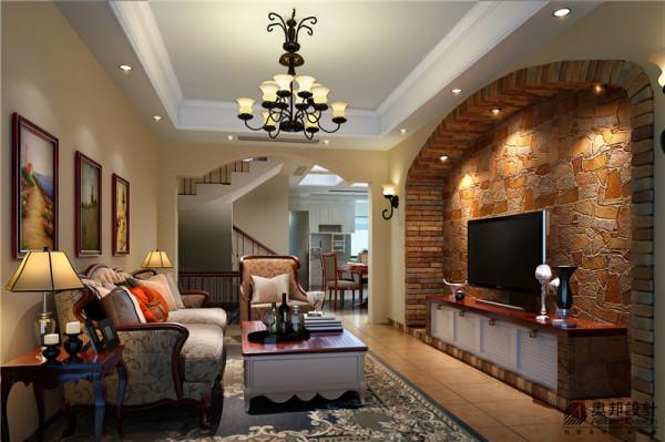这是客厅电视背景墙,优雅舒适的造型,让整个空间充满温馨的感觉