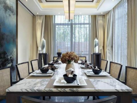 餐厅为落地窗,采光十足,白天可以在阳光中享受可口的午餐。