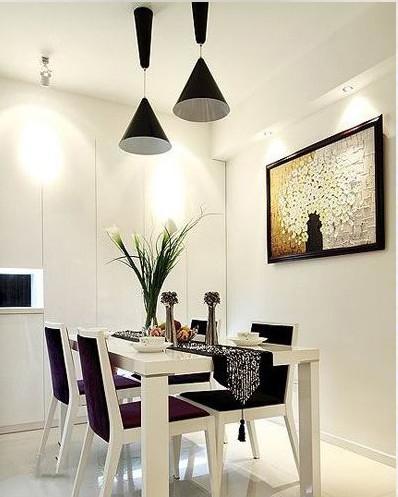 餐厅以白色为主,用黑色吊灯点缀,烘托出愉悦的就餐环境!
