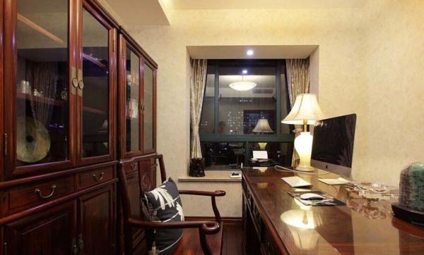中海城南华府-四居室-186平米-书房装修设计  很传统的书房装修,弄个苹果电脑,很有穿越感嘛