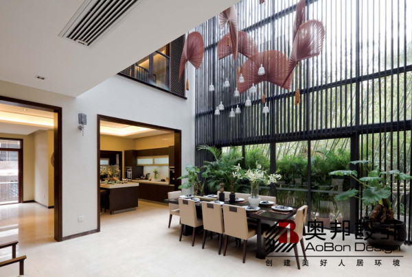 新中式古典主义风格是以中国传统古典文化作为背景的,营造的是极富中国浪漫情调的生活空间,红木、青花瓷、紫砂茶壶以及一些红木工艺品等都体现了浓郁的东方之美,这正是新中式古典主义风格与其它风格所不同的地方