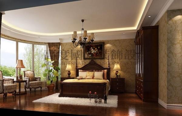 美式风格也是现在家装的主流风格之一,其色调以稳重的原木色卫主、墙面的鹅黄色肌理墙漆给沉重的色调调和了一抹亮。