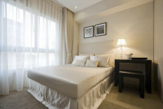 清爽净度的次卧房,不刻意修饰梁线表现简约舒适感。