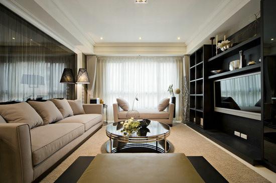 收纳与展示兼备的电视主墙面,谱画出了客厅空间的整体视感。