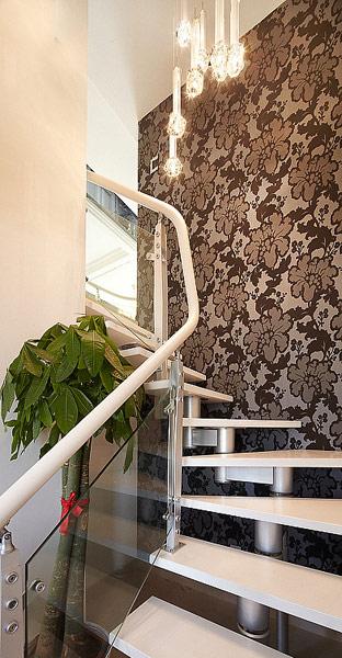 简约 现代 宫廷 复式 黑白灰 楼梯图片来自唯美装饰喻胜军在黑白灰典雅复式的分享