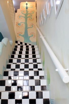 二居 混搭 80后 小资 收纳 白领 地中海 童趣 可爱 楼梯图片来自张顺在可爱的地中海童趣盎然的分享