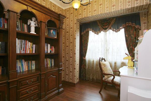 较为古典的书房装修设计