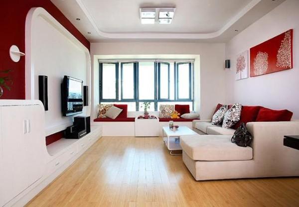客厅以红色为主题,搭配白色和木色,喜庆的氛围浓厚。整个客厅宽敞、大气,窗台做成茶室,做休息谈心之用。