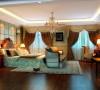 卧室床头背景墙和整个空间结合,是整个房间最有特色的地方。浅黄色的软包再配以高贵典雅的水晶吊灯还有富丽堂的玻璃马赛克,将整个房间的贵族气质显现得淋漓尽至。