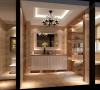 卫生间一分为三,马桶、浴缸、梳妆台各自分开。