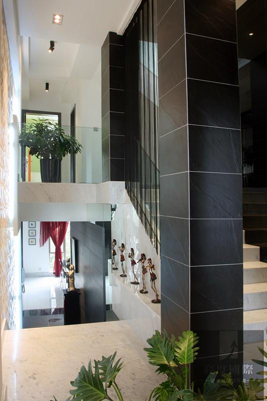 别墅 简约 现代 时尚 温馨 楼梯图片来自高度国际装饰韩冰在翡翠城208㎡现代简约效果的分享