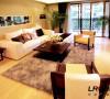 客厅造型简单,但是整体布局以及色调搭配温馨舒适,让人回家是感觉。