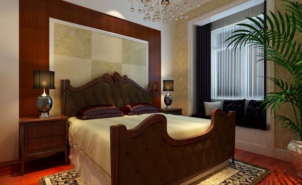 次卧的床头背景墙为了呼应欧式的主题,但又不抢过主卧的亮点,选用了樱桃木做的U型造型和壁纸的搭配,使欧式风格得以体现,同时居室的温馨舒适感也油然而生。