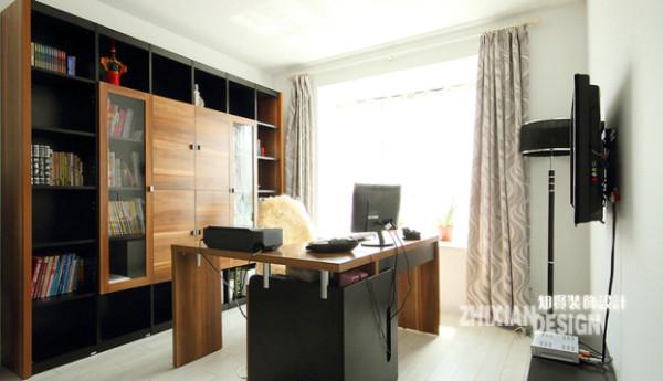 """关键词:规整、简洁 嵌墙设计的书橱,为书房取得了更多的空间,同色设计的""""L""""性旋转书桌界定出工作区。书房设计应该尽量做到简单,进而有益于保持精神的集中"""