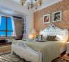 卧室欧式的大床、红色的背景墙纸,以及真个风格搭配,彰显出欧式的奢华与富贵之气;阳台做成了休闲区域,充分利用了空间,增添了休息室的灵性。