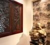 古典色彩的实木家具再次升华了空间的品味。