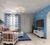 客厅:颜色以蓝白为主调,通过鲜艳色条的沙发使整个空间灵活而温馨。  色彩搭配:整体空间色彩以蓝色系为主,稍有深色加以点缀。